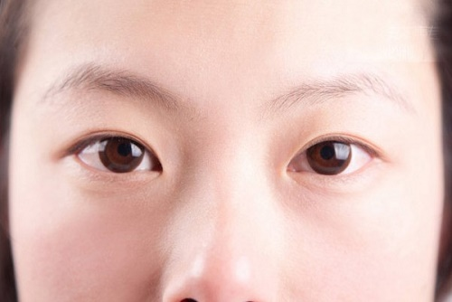 mắt 2 mí lót