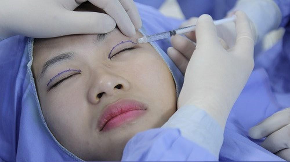 Phẫu thuật thẩm mỹ là cách hiệu quả để cải thiện nhược điểm đôi mắt